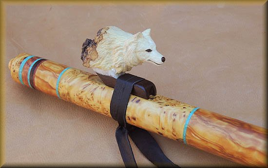 arctic-wolf-Flute-carving-3.jpg (29231 bytes)