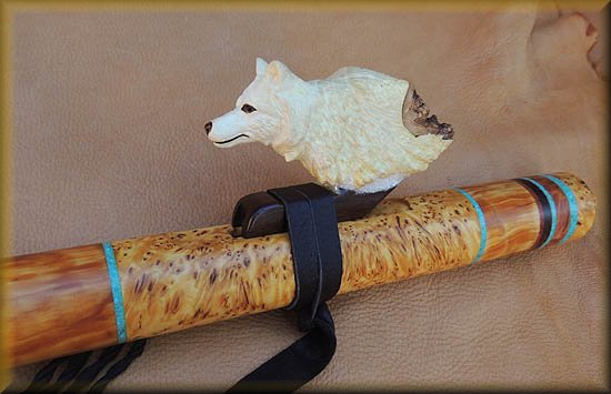 arctic-wolf-Flute-carving-7.jpg (37206 bytes)