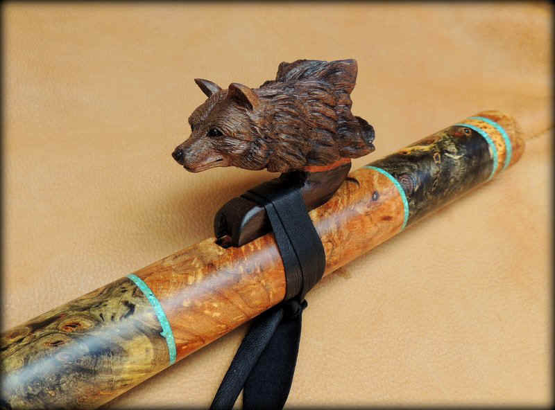 black_wolf_carved_inlay_flute_f_sharp_00005.JPG (99507 bytes)