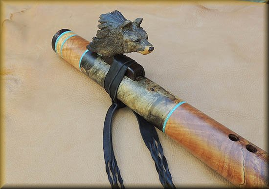 gray_wolf_carved_flute_inlay_d-21.jpg (35326 bytes)