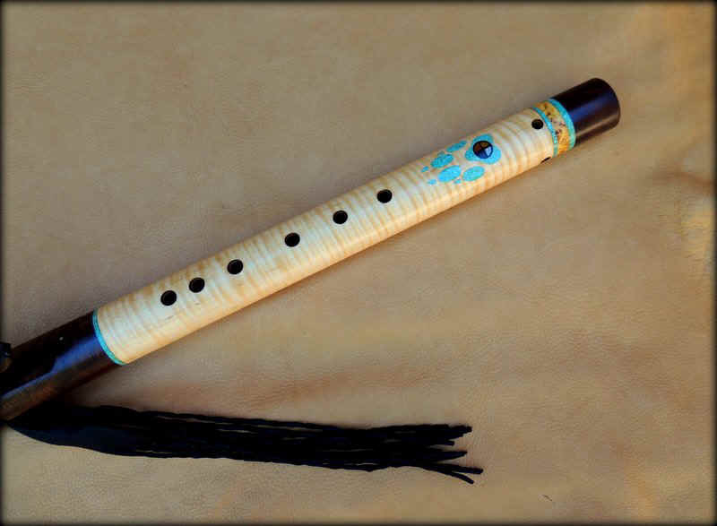 wolf-black-flute-inlay-carved-003.JPG (77860 bytes)