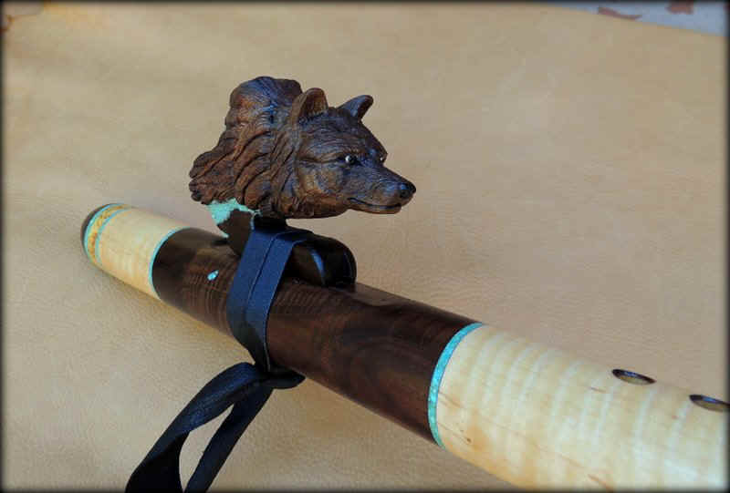 wolf-black-flute-inlay-carved-01.JPG (69781 bytes)